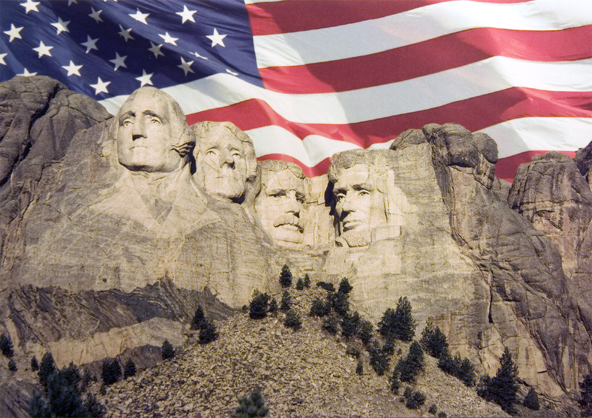 MOUNT RUSHMORE FLAG POSTCARD